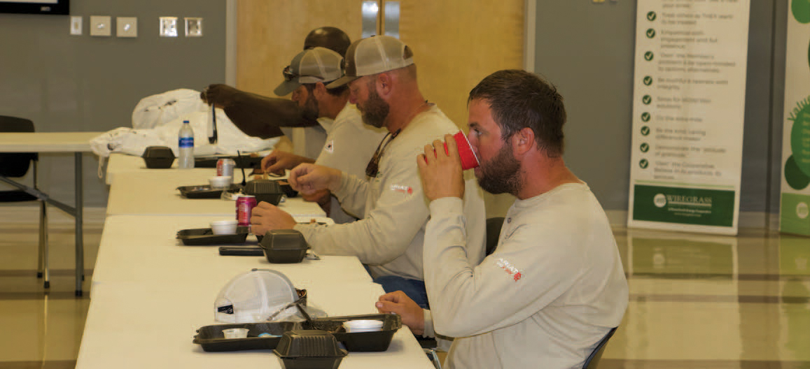 linemen eating at lunch